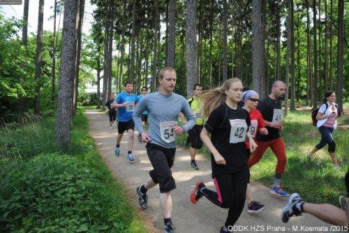 Jarního běhu Kunratickým lesem se zúčastnilo 80 profesionálních i dobrovolných hasičů
