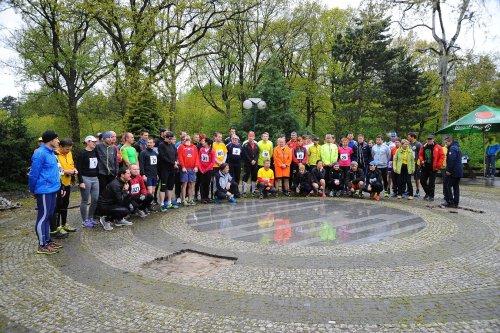 Jarní běh Kunratickým lesem: Zima a déšť závodníky neodradil